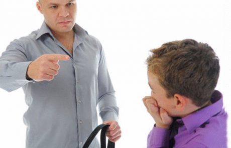 57% من الآباء يضربون وجوه أبنائهم